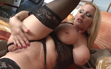 Sex bomb mature mom gets rough fuck with son