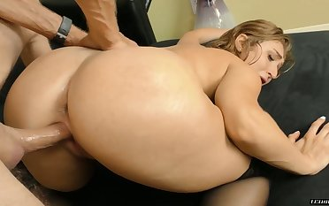 Eye catching bootyful babe in black tights Skylar Puppet is acquiescent at one's fingertips riding dick